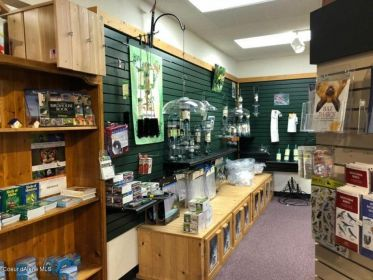 LOVE NATURE & BIRDS? WILD BIRDS UNLIMITED Cd'A STORE FOR SALE